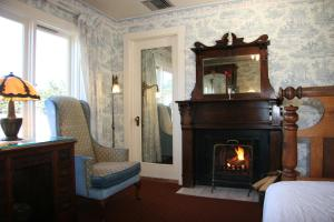 Queen Room with Fireplace and Inland View