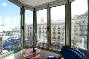 Three-Bedroom Apartment - Ronda Universitat