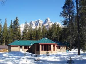HI Castle Mountain Hostel