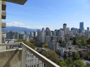 Superior One Bedroom Suite with King Bed and City View