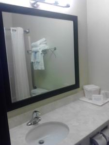 Quality Inn & Suites Des Moines International Airport