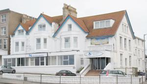 Photo of Surfers Hotel