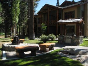 The Cabins by Mammoth Reservation Bureau
