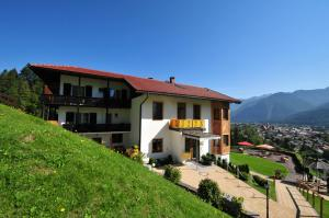Photo of Hotel Garni Drachenburg