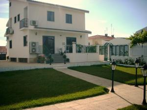 Photo of Guest House Toca Dos Grilos