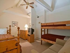 Deluxe One-Bedroom Apartment (10 Adults)