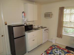Kitchenette 2 Double Beds