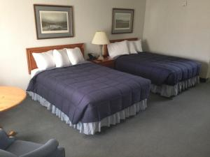 Two Double Beds Handicap with One Person Whirlpool
