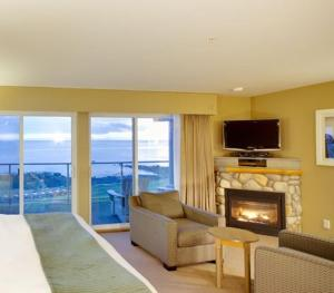 Oceanfront King Suite - Adult Only