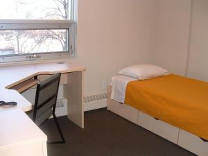 Single Bed in Dormitory Room with Private Bathroom