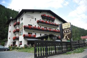 Photo of Family Hotel Arnica 3