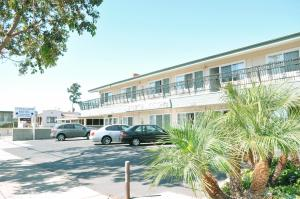 Crystal Lodge Motel - Ventura, CA CA 93001 - Photo Album