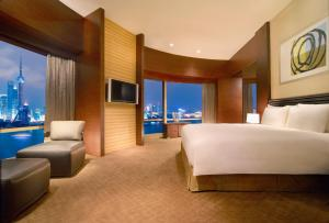 Bund Suite with River View