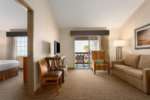 Queen Suite with Two Queen Beds and Resort View - Non-Smoking