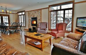 Five-Bedroom Chalet (14 Adults)