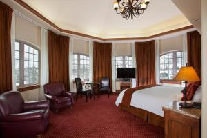 Standard Queen Room Tower Village View