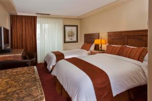 Premium Queen Room with Two Queen Beds with Mountain View