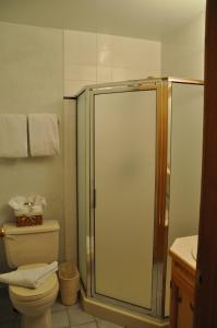 King or Twin Room with Private Bathroom