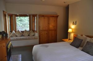 Superior King or Twin Room with Private Bathroom