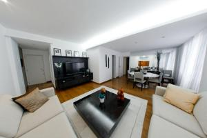 Two-Bedroom Apartment - Cupertino Durao 139