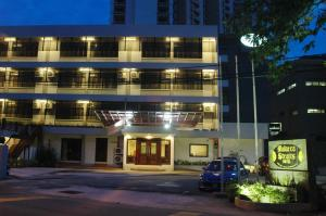 Photo of Malacca Straits Hotel