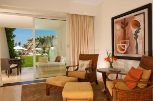 Ambassador Pool Suite Ocean View
