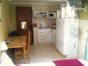 Large Double or Twin Room with Kitchenette