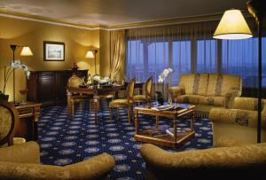 Presidential Suite with Lounge Access