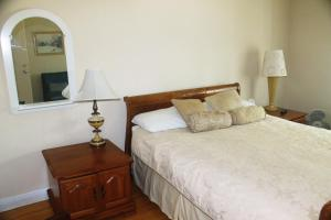 Queen Room with Sofa Bed and Shared Bathroom