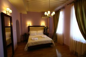 12 Apollonos Street, Hermoupolis, Syros 84100, Greece.