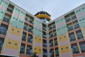 Photo of Dee Prom Hotel