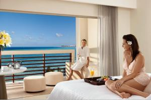 Preferred Club Junior Suite Ocean Front King