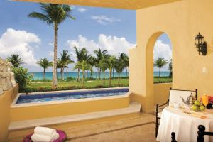 Ocean Front One Bedroom Suite with Plunge Pool Triple