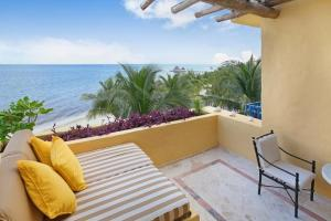 Ocean Front Master Suite Two Bedroom with Plunge Pool Cuadruple