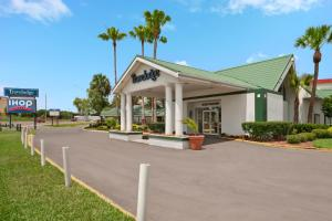 Travelodge Lakeland - Lakeland, FL 33809 - Photo Album