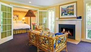 One-Bedroom Queen Suite