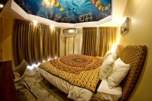 Double Room (Thematic)