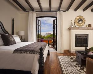 Roof Top Colonial Suite