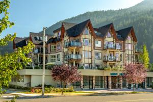 Photo of Harrison Lakeview Resort