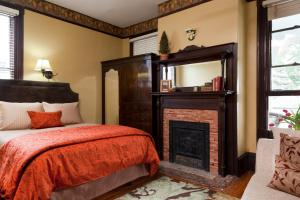Queen Room - Magnolia Place