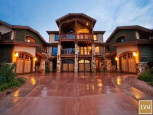 Photo of Canyon Resort Luxury Townhomes By Utopian