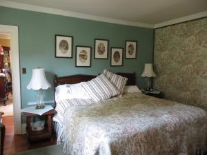 William and Mary King Suite