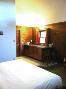 King Cabin Room