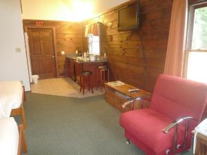 Queen Cabin Room