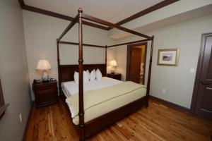 Two Bedroom Suite with One Queen and Two Bunk Beds