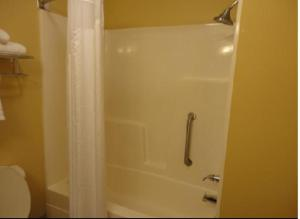 Deluxe King Room with Bath Tub - Disability Access/ Non-Smoking