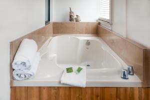 Deluxe Queen Room with Two Queen Beds and Spa Bath - Non-Smoking