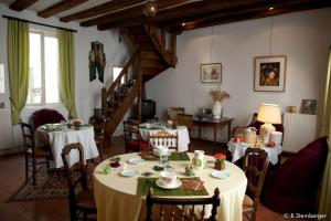 La Demeure Saint-Ours, Bed & Breakfast  Loches - big - 19