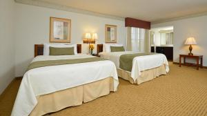 Business Queen Room with Two Queen Beds - Pool View/Non-Smoking