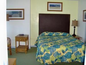 Deluxe One-Bedroom Suite with Partial Ocean View